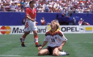 ميدو يدعو صديقه الهولندي لمباراة المنيا